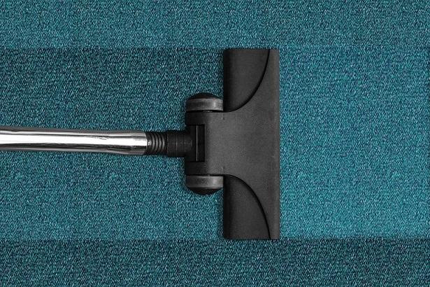 Doczyszczanie dywanu